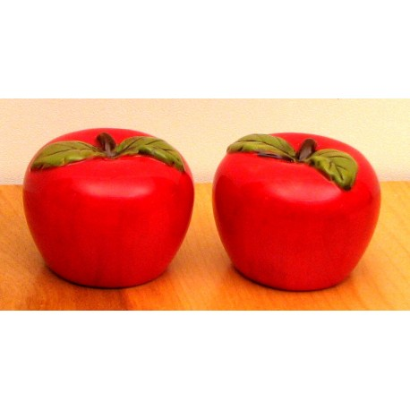 Ceramic Apple Salt & Pepper Set